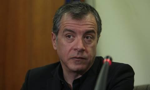 Θεοδωράκης: Οι δανειστές πιέζουν γιατί έχουν απέναντι τους μια ανίκανη κυβέρνηση