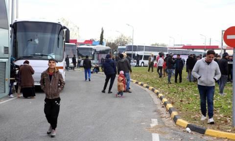 Ειδομένη: Περισσότεροι από 5.000 πρόσφυγες περιμένουν να περάσουν στα Σκόπια