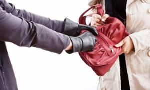 Χειρόπεδες σε 32χρονο για αρπαγές τσαντών στην δυτική Αττική