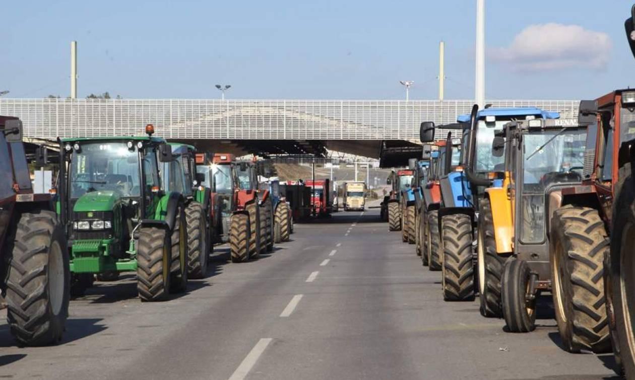 Μπλόκα αγροτών: Τα τρακτέρ «εισβάλλουν» στην Αθήνα