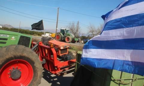 Ξαφνικά όλοι κοίταζαν το πανό των αγροτών – Χαμός στο Facebook με το περιεχόμενό του (pic)