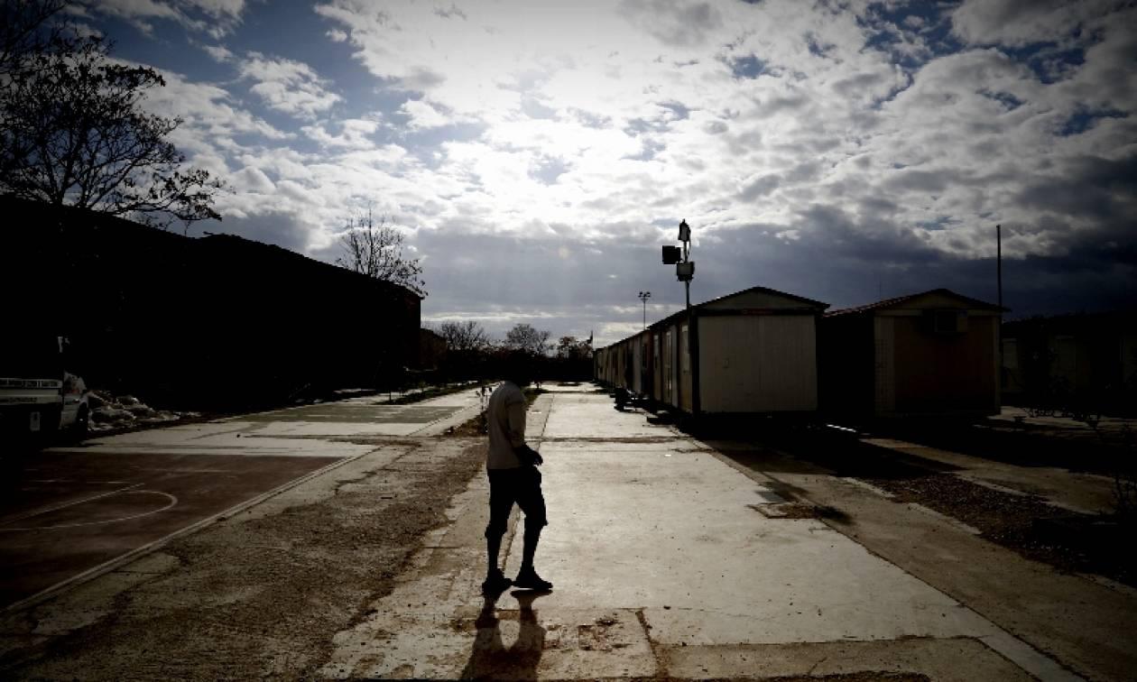 Δύο συγκεντρώσεις στο Σχιστό για τη δημιουργία κέντρου κράτησης προσφύγων