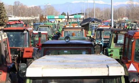 Σφίγγει και άλλο η κοινωνική «θηλιά» - Απόβαση στην Βουλή ετοιμάζουν οι αγρότες