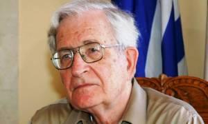 Νόαμ Τσόμσκι: Οι σαδιστές ευρωκράτες βασανίζουν την Ελλάδα