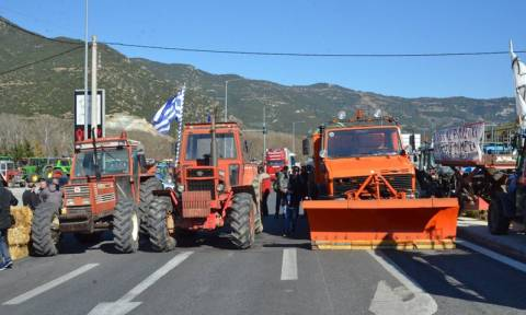 Μπλόκα αγροτών: Κλειστά επ' αόριστον τα Τέμπη - Που αλλού θα κλείσουν σήμερα τα μπλόκα