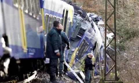 Σύγκρουση επιβατικών τρένων στη Γερμανία - Νεκροί και δεκάδες τραυματίες (pics & vids)