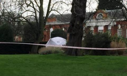 Άγνωστος άνδρας αυτοπυρπολήθηκε έξω από το παλάτι του Κένσινγκτον