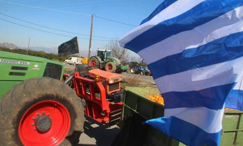Αμετακίνητοι οι αγρότες ετοιμάζονται να κατέβουν στην Αθήνα - Ποια μπλόκα κλείνουν σήμερα