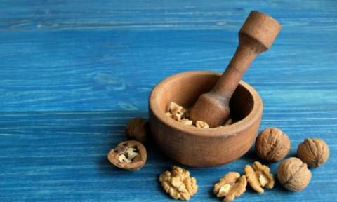 Αδυνάτισμα και κακή χοληστερόλη: Πόσα καρύδια πρέπει να τρώνε οι γυναίκες