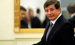 Νταβούτογλου: «Υποκριτές» όσοι καλούν την Άγκυρα να ανοίξει τα σύνορά της
