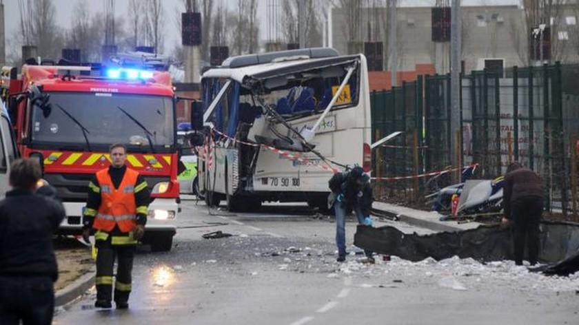 Τραγωδία: Έξι μαθητές νεκροί σε σύγκρουση σχολικού με φορτηγό (pics & vid)