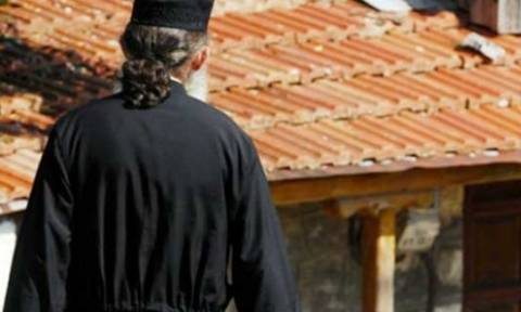 Απίστευτη απάτη: Το κούρεμα καταθέσεων και η μεγάλη παγίδα σε ιερέα – Πώς έχασε 3.000 ευρώ