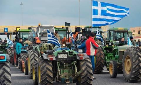 Μπλόκα αγροτών: Κλειστή η παλαιά εθνική οδός στον Ισθμό