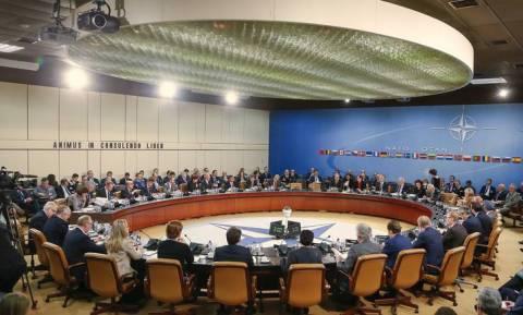 ΝΑΤΟ: Ξεκινά επιχείρηση κατά των διακινητών ανθρώπων στο Αιγαίο
