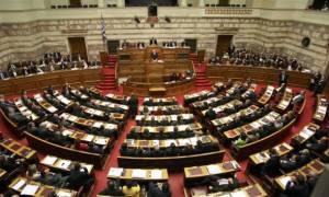 Βουλή: Υπερψηφίστηκε η τροπολογία για τις τηλεοπτικές άδειες
