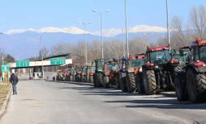 Αγρότες: Ξεκίνησαν για Αθήνα τα τρακτέρ από το μπλόκο της Νίκαιας