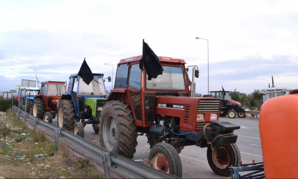 Αγρότες στην Αθήνα: Καθιστική διαμαρτυρία στον κόμβο Μαρκοπούλου – Κορωπίου
