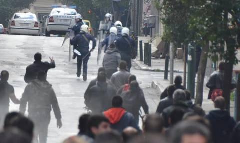 Απίστευτες εικόνες: Αγρότες της Κρήτης πήραν στο κυνήγι τα ΜΑΤ, που έτρεχαν για να σωθούν (pics+vid)
