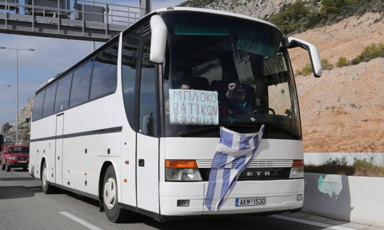 Αγρότες: Κομβόι αυτοκινήτων και λεωφορείων ενός χιλιομέτρου στα Μέγαρα! (photos - video)