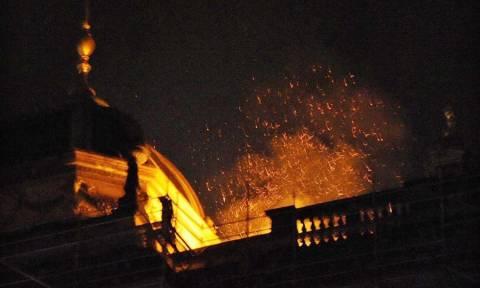 Μάχη με τις φλόγες για να σωθεί το Εθνικό Μουσείο της Πράγας από πυρκαγιά