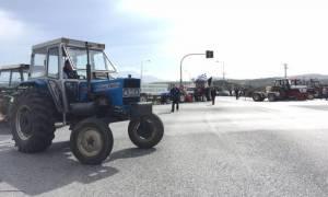 Αγρότες: Μπλόκο στα τρακτέρ των αγροτών στη Λεωφόρο Μαρκοπούλου (pics + video)
