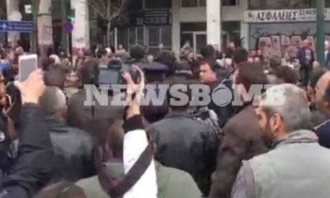 Βίντεο - ντοκουμέντο: Κρητικοί αγρότες «συλλαμβάνουν» ταραχοποιό και τον παραδίδουν στην αστυνομία!