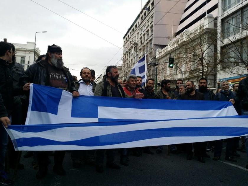 Αγρότες στην Αθήνα: Και η Κρήτη στη «μάχη» - «Πότε θα κάνει ξαστεριά» (video+photos)