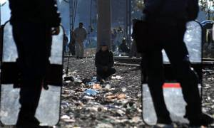 Associated Press: Η Ευρώπη κλείνει τα σύνορα της Ελλάδας