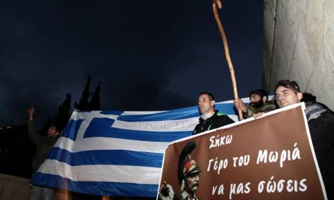 Αγρότες στη Βουλή: «Δεν γυρίζουμε πίσω με άδεια χέρια» - Νέο συλλαλητήριο το Σάββατο (13/2)