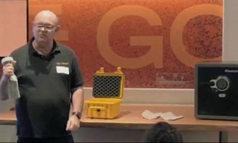 Πώς να ανοίξετε ένα χρηματοκιβώτιο με ένα μαγνήτη και μία… κάλτσα! (video)
