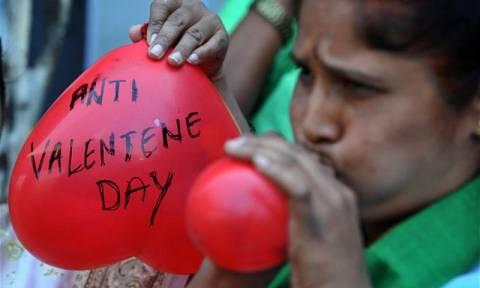 Valentine's Day 2016: Στο Πεσαβάρ απαγορεύθηκε ο εορτασμός του!