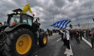 Στα μπλόκα και πάλι οι αγρότες – Ημέρα κρίσιμων αποφάσεων η σημερινή
