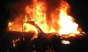 Κρήτη: Παρανάλωμα του πυρός αυτοκίνητο σε πυλωτή πολυκατοικίας