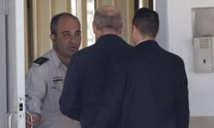Κρατούμενος στη φυλακή από σήμερα πρώην πρωθυπουργός του Ισραήλ (vids)