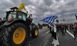 Αγρότες: Κλιμακώνουν τις κινητοποιήσεις τους και κόβουν την Ελλάδα στα δύο