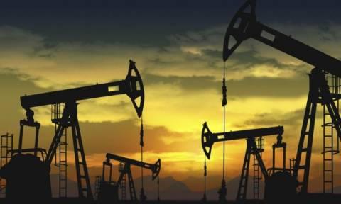 Σαουδική Αραβία και Ρωσία «παγώνουν» την παραγωγή πετρελαίου