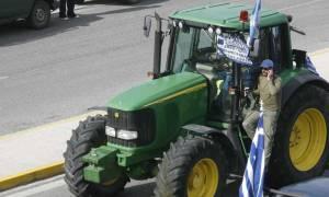 Αγρότες: Αποκλεισμένος ο κόμβος του Μπράλου μέχρι τα μεσάνυχτα