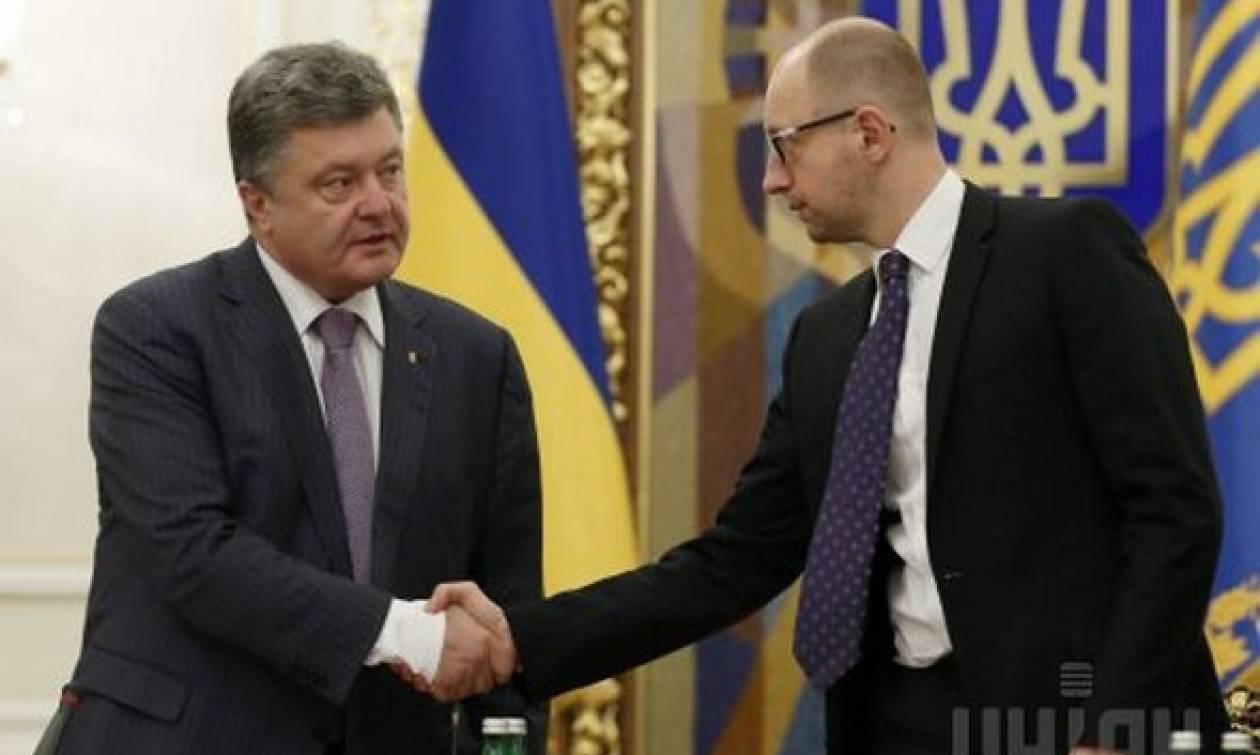 Ουκρανία: Ο πρόεδρος Ποροσένκο ζήτησε την παραίτηση του πρωθυπουργού
