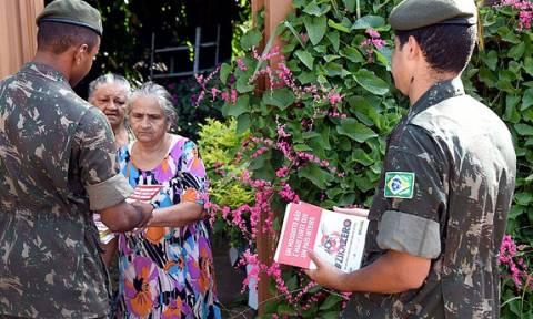 Βραζιλία: Πεζοναύτες εξοντώνουν τον Ζίκα από γλάστρα σε… γλάστρα!
