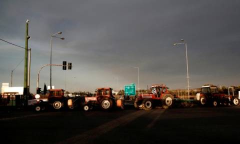 Αγρότες: Με πιο σκληρή στάση στα μπλόκα απαντούν στην κυβέρνηση
