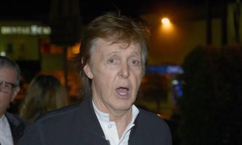 Ακόμα και ο Paul McCartney «τρώει πόρτα» στα κλαμπς - Δείτε το βίντεο