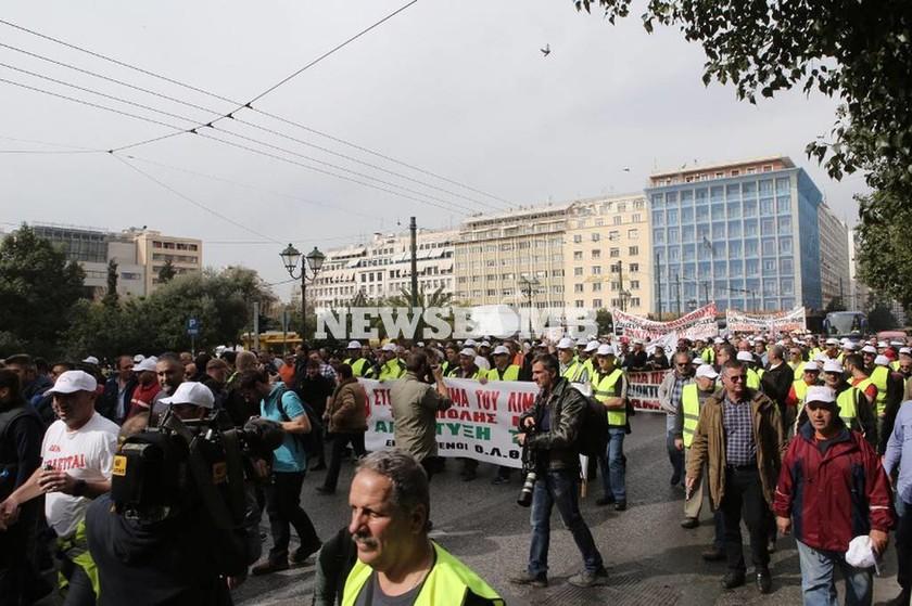 Στους δρόμους οι λιμενεργάτες - Πραγματοποίησαν πορεία στο κέντρο της Αθήνας (photos)