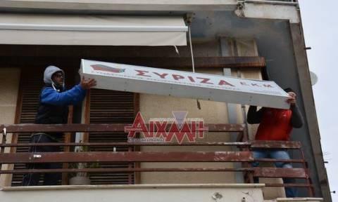 Μεσολόγγι: Σοβαρά επεισόδια στα γραφεία του ΣΥΡΙΖΑ - Αγρότες κατέβασαν και την ταμπέλα (photo-video)
