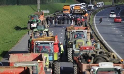 Διαδηλώσεις και μπλόκα αγροτών σε πολλές περιοχές της Γαλλίας (pics+vid)