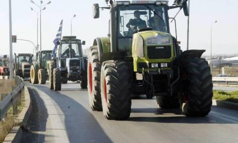 Ηράκλειο: Αμετακίνητοι οι αγρότες στο μπλόκο των Πραιτωρίων