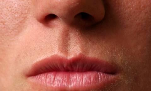 Όταν αυτός ο άνδρας ανοίξει το στόμα του θα εμφανιστεί ό,τι χειρότερο είδατε ποτέ! (video)