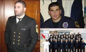 Αποκλειστικό: Με τη στολή του Πολεμικού Ναυτικού στην τελευταία του κατοικία ο Παντελής Παντελίδης