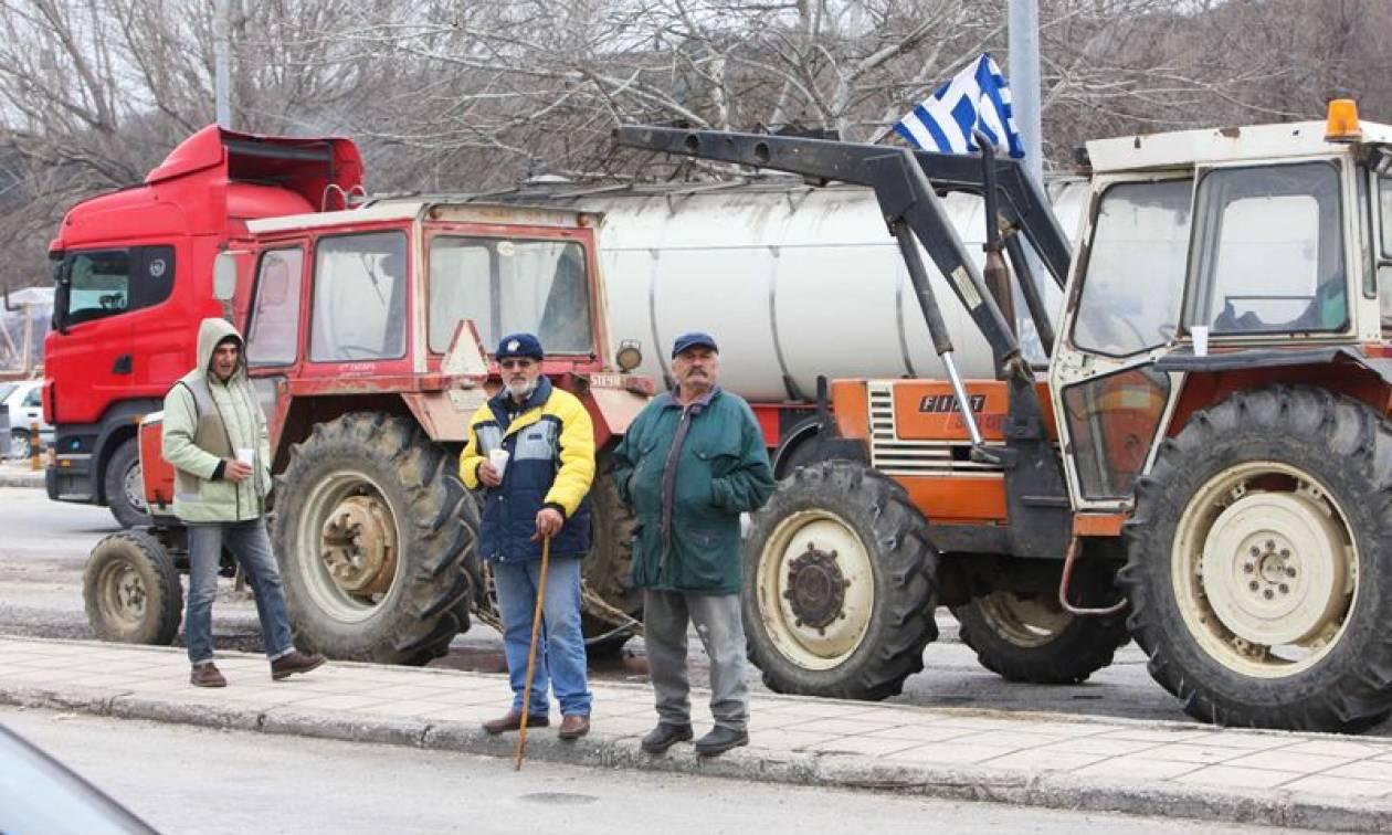 Μπλόκα αγροτών: Ασφυκτική η κατάσταση στα τελωνεία Προμαχώνα - Εξοχής