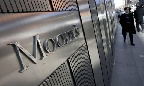 Τέσσερις ελληνικές τράπεζες αναβάθμισε η Moody's