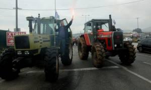 Οι αγρότες εντείνουν τα μπλόκα στη Πελοπόννησο
